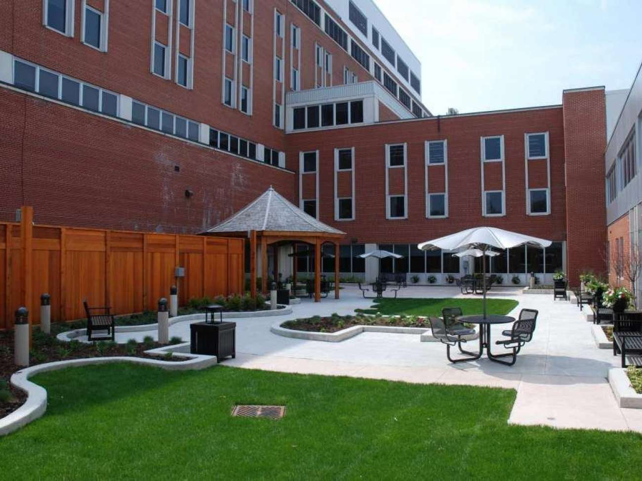 A welcoming courtyard for patients in mental health