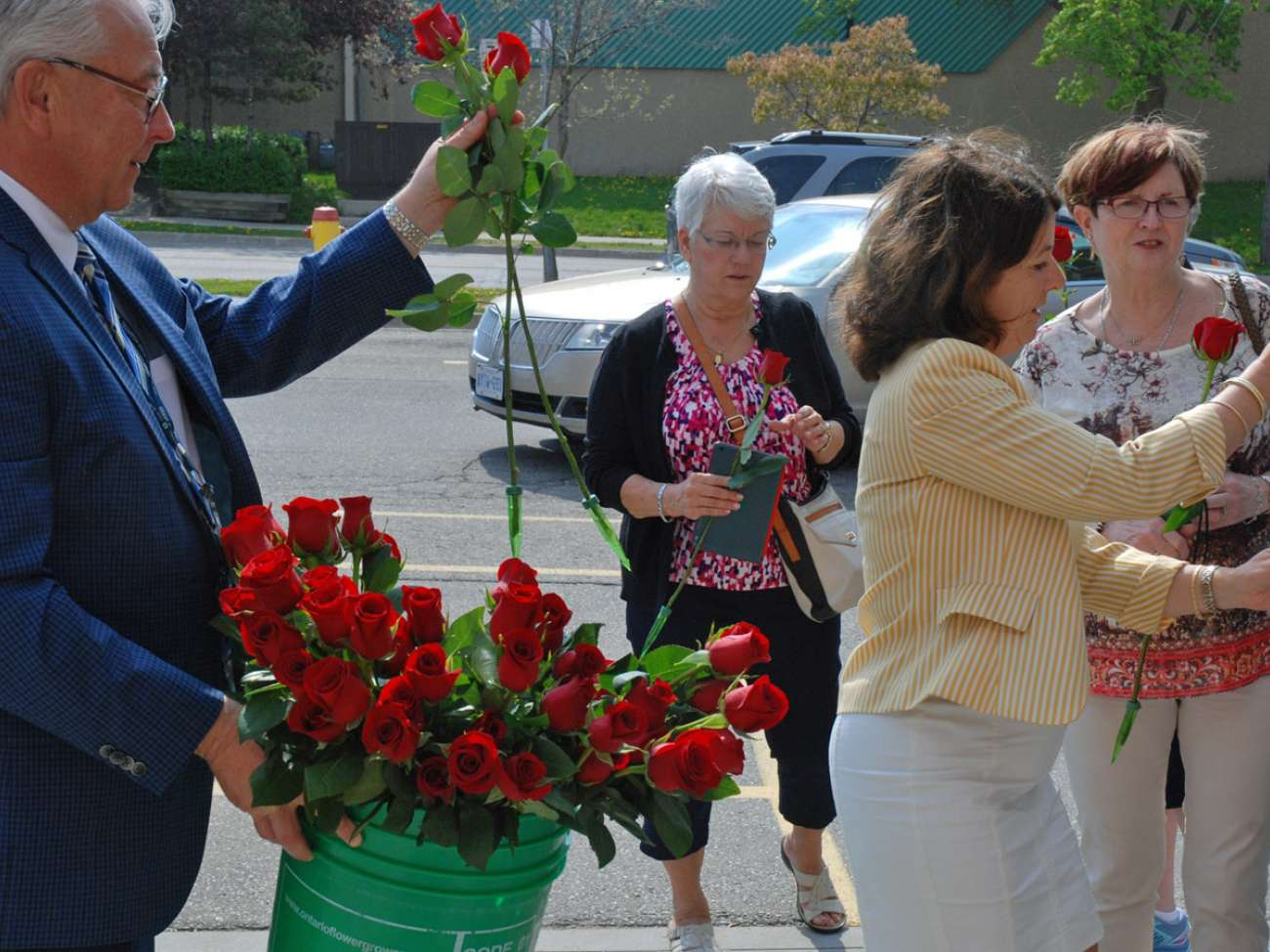 Malcolm Maxwell and Judy Linton provide roses to each of the tour participants