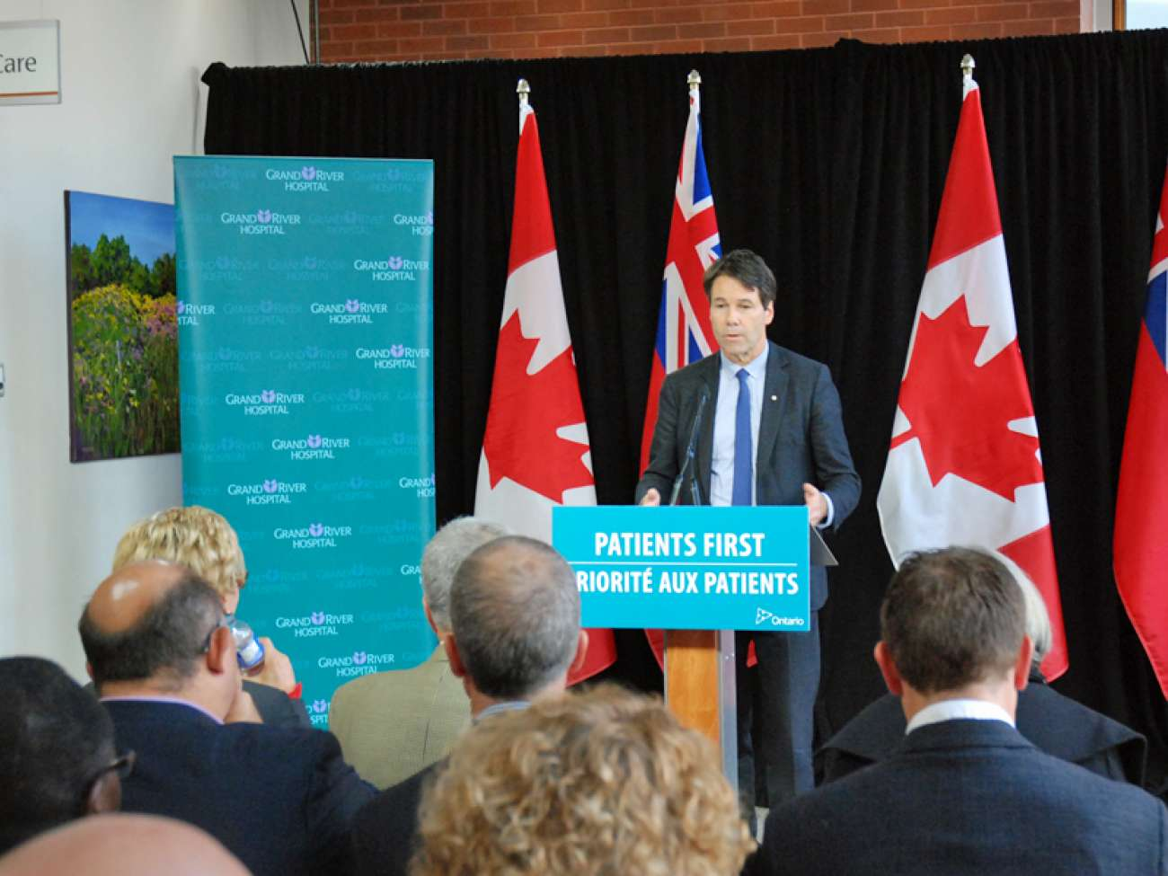 Health Minister Dr. Eric Hoskins announces the start of construction to allow the installation of new cancer treatment equipment (from November 2016).
