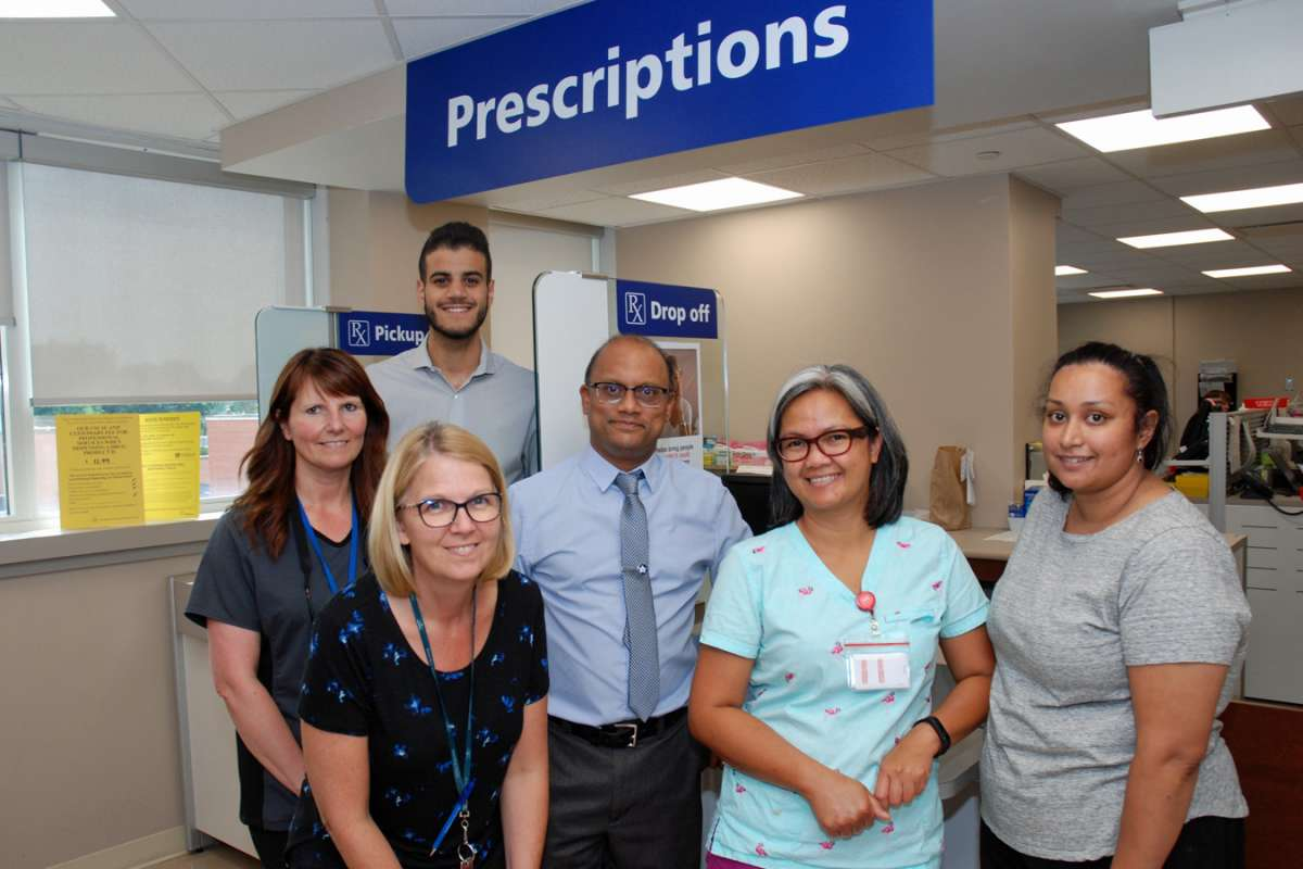 Lashen Naidoo And Team Members At Health Care Centre Pharmacy