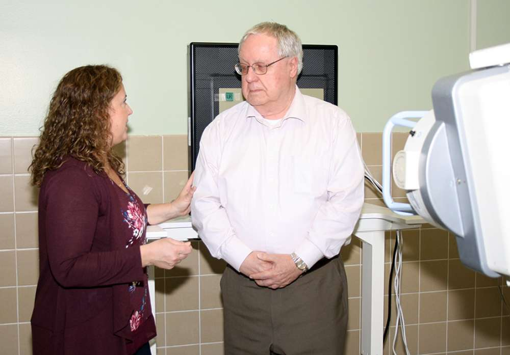 GRH medical imaging lead, Lisa Routhier, talks to patient John Gofton about his scan on the KA Imaging developed x-ray imager
