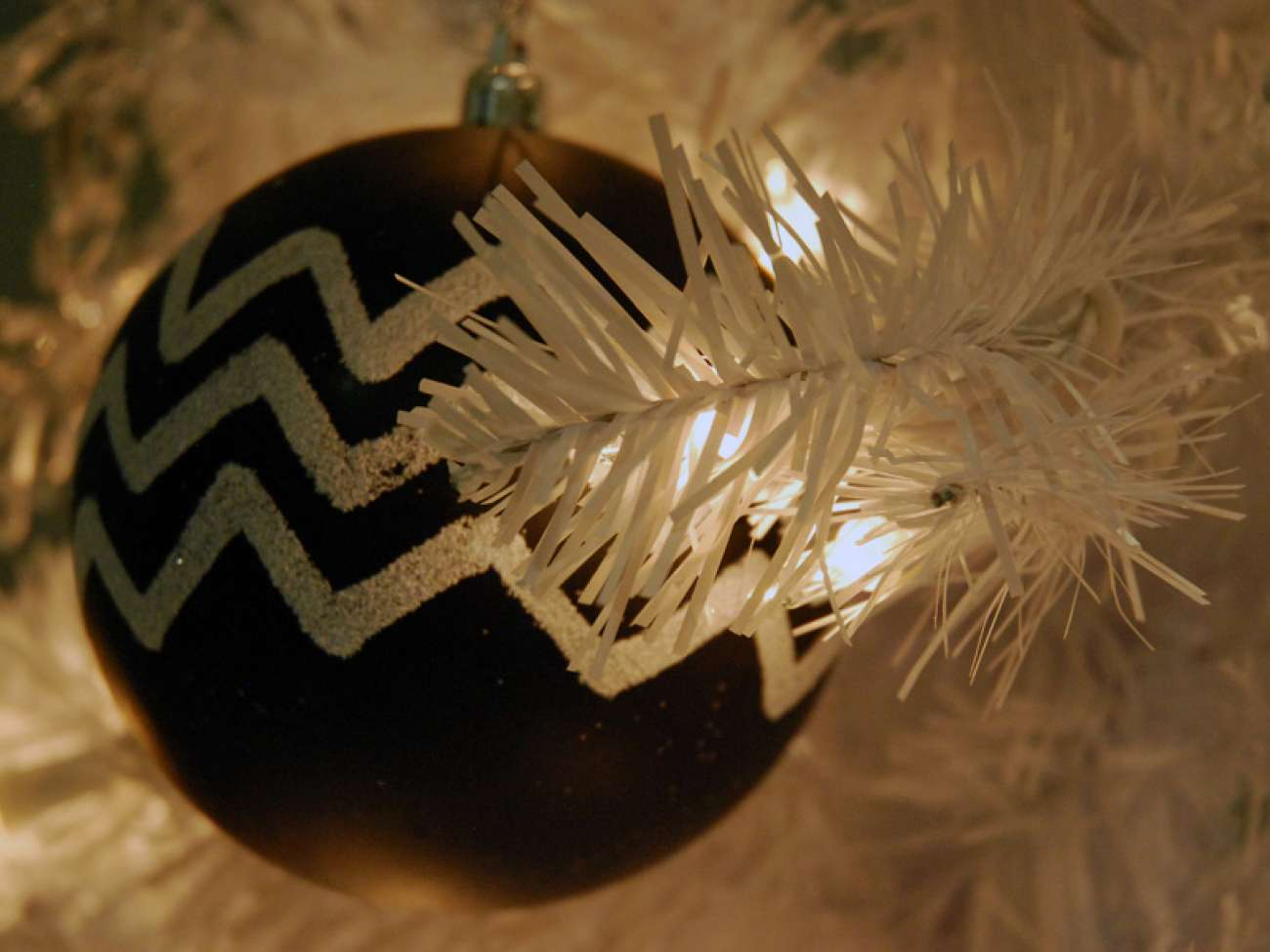 Blake chose a white tree with black ornaments as newborns can more easily see such contrasting tones.